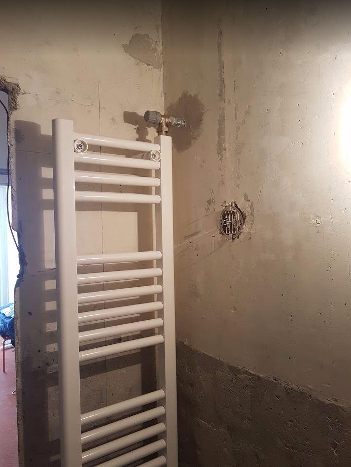 Csőszerelés fürdőszobában